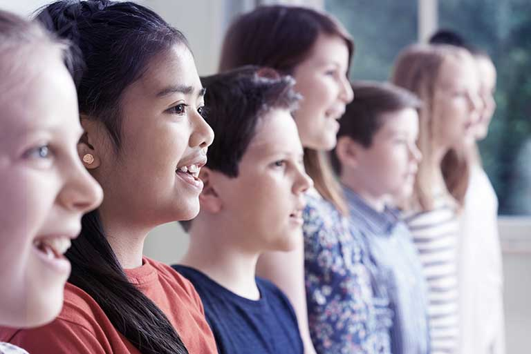 在合唱团里学歌唱,有益声和心!