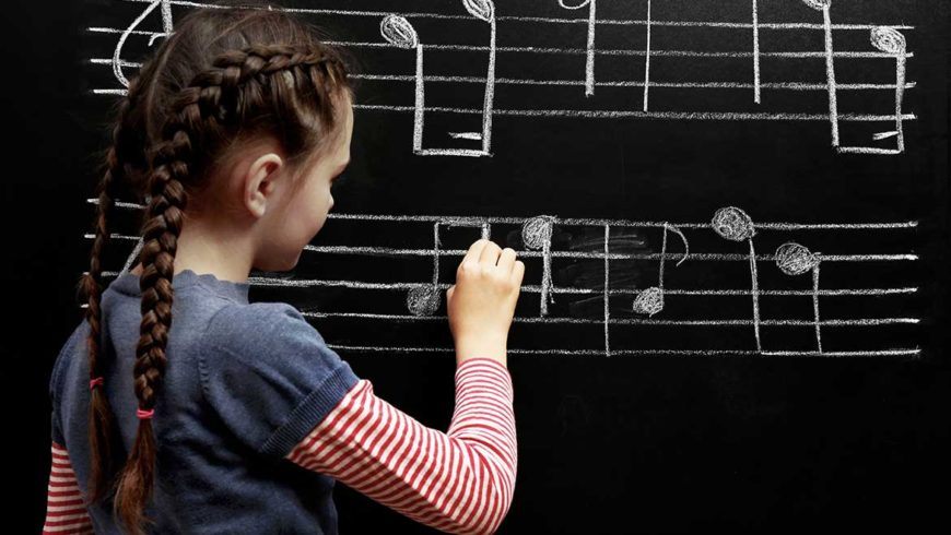 儿童参加合唱-学会倾听、配合、理解和默契